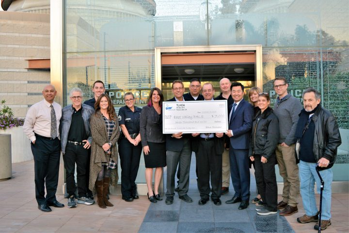 Toluca Lake Homeowners Association Gives to East Valley PALS